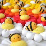 Bomboniere kawaii battesimo - nascita - comunione - matrimonio, margherita e ape, personalizzate in fimo