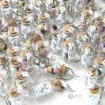 Bomboniere bottigliette vetro matrimonio - comunione - cresima, macaron marshmallow, personalizzate in fimo