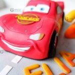 Cake topper bambino bimbo bambini, nascita - battesimo - compleanno, saetta cars, personalizzato in fimo