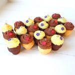 Gadget, bomboniere personalizzate in fimo, pasticceria, dolci, cupcake, muffin - comunione, cresima, matrimonio