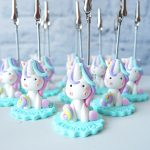 Bomboniere kawaii unicorno magico, unicorni, rainbow, statuine portafoto, animali per nascita bambino - compleanno - comunione - cresima personalizzate in fimo