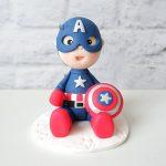 cake topper fatto a mano artigianale, bambino bimbo capitan america supereroe, compleanno - battesimo statuina torta personalizzato in fimo