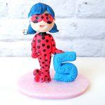 cake topper personalizzato in fimo fatto a mano artigianale, ladybug miraculous kawaii, compleanno - nascita - battesimo statuina torta