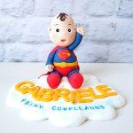 cake topper personalizzato in fimo fatto a mano artigianale, originale, superman supereroe, primo secondo compleanno - nascita - battesimo statuina torta