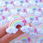 Bomboniere magnete fatte a mano artigianali, arcobaleno arcobaleni kawaii nuvoletta numero 1, nascita bambina bambino- battesimo - comunione - compleanno - personalizzate con iniziale in fimo