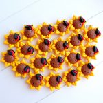 Bomboniere fatte a mano artigianali, fiore girasole sorriso kawaii, sole cappellino laurea tocco, personalizzate in fimo, laurea agraria, lettere, tecnologie agrarie