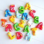 Bomboniere fatte a mano artigianali, lettere decorate tema scuola kawaii, personalizzate in fimo, laurea scienze della formazione, regalo maestra alunni