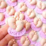 Bomboniere originali fatte a mano, artigianali piedini bambini bambina bambino babyshower - nascita - battesimo - compleanno, personalizzate con nome in fimo